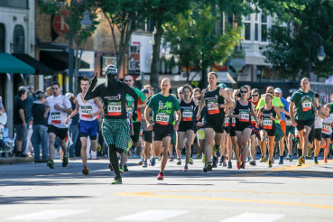 Photo of group of runner's in manchester, nh