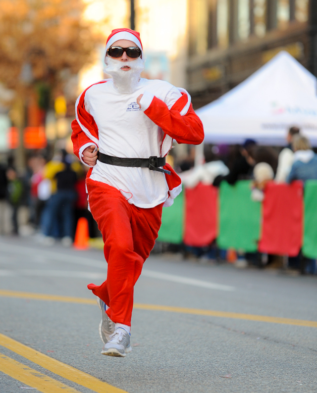 1,000 Santas set pace for Christmas Festivities